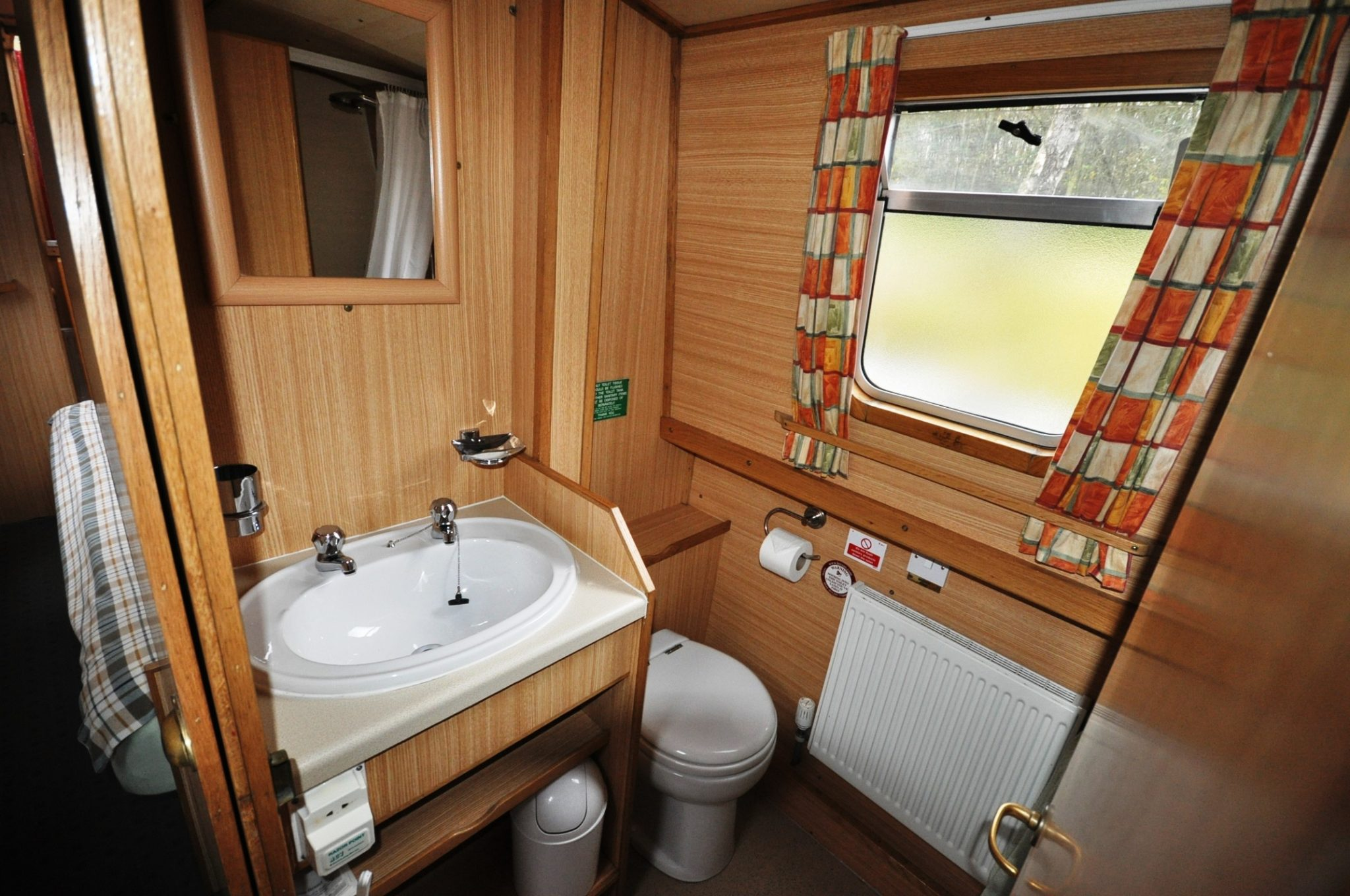 Midland Mallard Bathroom layout.